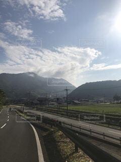 立派な山と雲の写真・画像素材[4413655]