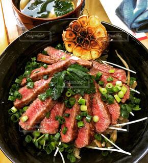 牛ステーキ丼の写真・画像素材[4414077]