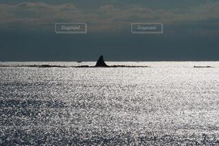 烏帽子岩と輝く海の写真・画像素材[4424454]