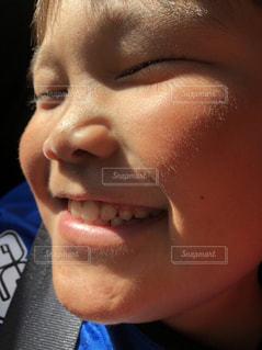 笑顔のステキな子供の写真・画像素材[1518173]
