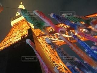 屋根より高い東京タワーの写真・画像素材[4436784]