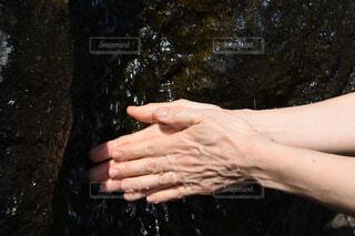 水で手を洗う人の写真・画像素材[4437857]