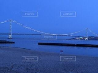 水の体に架かる橋の写真・画像素材[4442071]