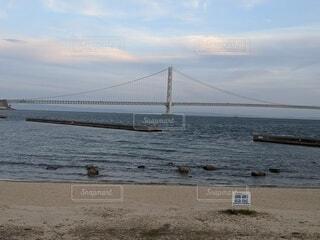 水の体に架かる橋の写真・画像素材[4442081]