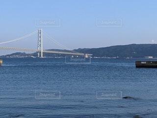 水の体に架かる橋の写真・画像素材[4602359]