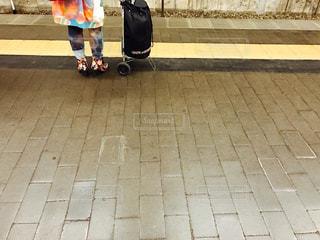 電車、来ないかなぁ?の写真・画像素材[410398]