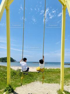 初夏の海 ソーシャルディスタンスの写真・画像素材[4444122]