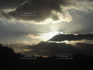 薄明光線の写真・画像素材[4445252]
