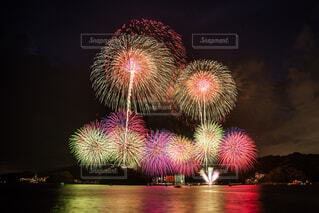 空の花火の写真・画像素材[4446514]