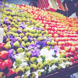 陳列されてるたくさんの果物の写真・画像素材[4543291]