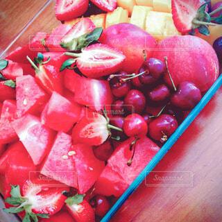 赤いフルーツの盛り合わせの写真・画像素材[4543292]