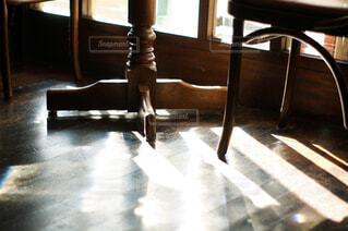 部屋のテーブルと椅子の写真・画像素材[4460811]