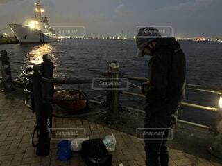 横浜赤レンガ倉庫で釣りの写真・画像素材[4460894]