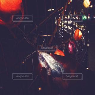 暗い部屋で赤光 - No.873861