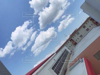 大きな白い建物の写真・画像素材[1228613]