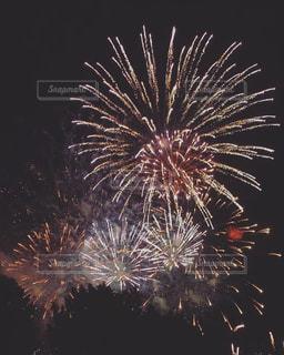 空の花火の写真・画像素材[2352169]