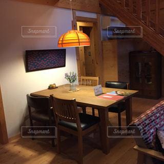リビング、食卓 テーブルの写真・画像素材[533047]