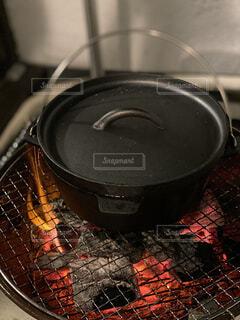 ダッチオーブンでキャンプ飯♪の写真・画像素材[4471472]