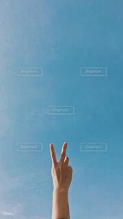 青空にピースの写真・画像素材[4472659]