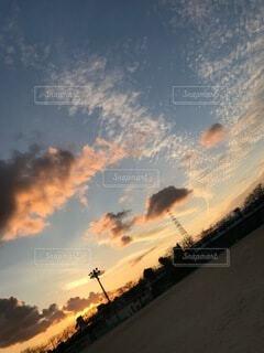 校庭の夕日の写真・画像素材[4733507]