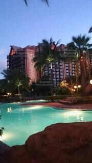 リゾートホテルのプールと建物の写真・画像素材[4482644]