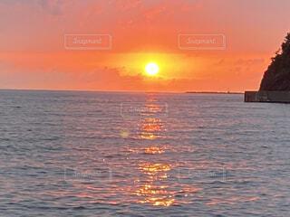 夕陽と海の写真・画像素材[4533345]