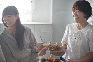 友達とホームパーティーの写真・画像素材[1166868]