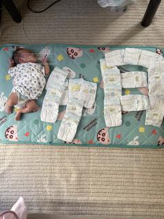 生後1ヶ月の赤ちゃんの写真・画像素材[4475574]