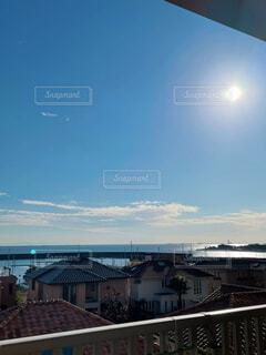 青空と青い海の写真・画像素材[4515421]