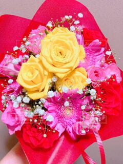 綺麗な花束プレゼントにの写真・画像素材[4555778]