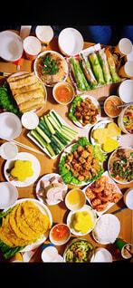 野菜いっぱいのベトナム料理の写真・画像素材[4525977]