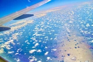 飛行中の機内からの写真・画像素材[4505500]