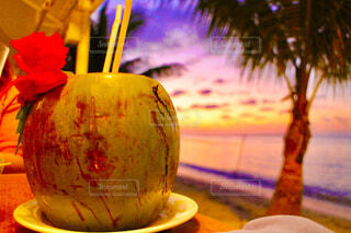 テーブルの上にある木の実の写真・画像素材[4514207]