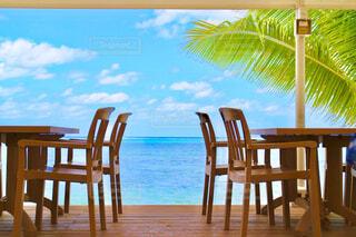 木製のダイニングテーブルの写真・画像素材[4550374]