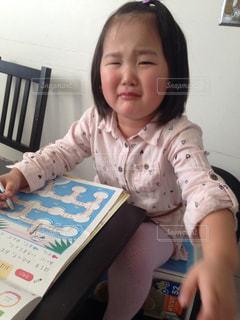 イヤイヤ勉強してる女の子の写真・画像素材[1045320]