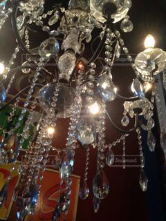 天井のシャンデリアの写真・画像素材[1057762]