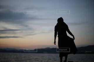 シルエットガールの写真・画像素材[878159]