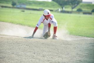 野球の試合で男 - No.730405