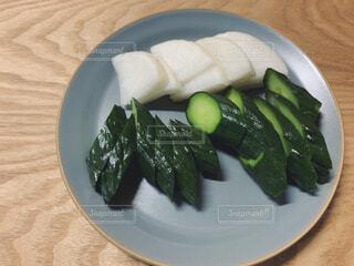 ブロッコリーと一緒に食べ物のプレートの写真・画像素材[4508346]