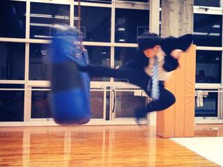 飛び蹴り(キック)の写真・画像素材[4511056]
