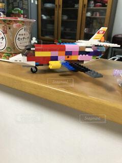 テーブルの上のカラフルな飛行機✈️の写真・画像素材[4544162]