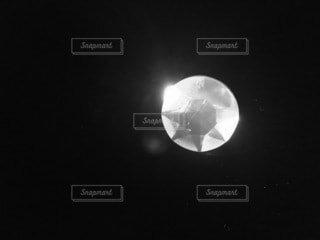 石にライトをあてたらダイヤモンドみたいにキレイの写真・画像素材[4511046]