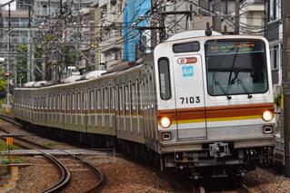 直通先で走る電車の写真・画像素材[4517300]