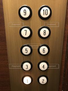 エレベーターのボタンの写真・画像素材[1033363]