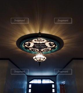 洋館の照明の写真・画像素材[873935]