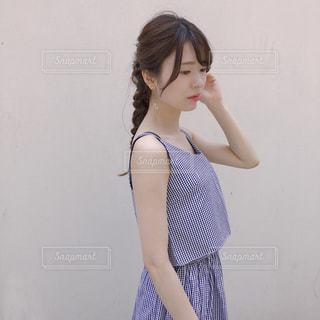 ドレスを着ている女性の写真・画像素材[1252088]