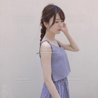 ドレスを着ている女性の写真・画像素材[1252092]