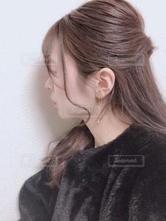 ピアスをつけた女性の写真・画像素材[1830785]