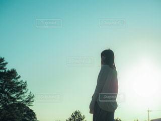 空と女性の写真・画像素材[3132184]