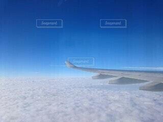 雪に覆われた飛行機の写真・画像素材[4555127]